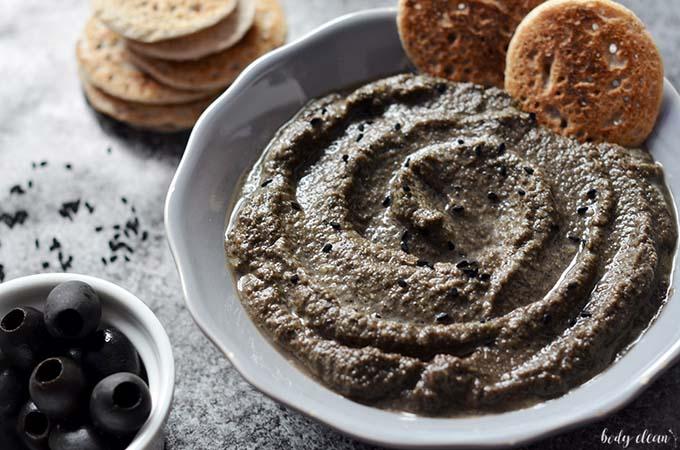 czarny hummus czarne oliwki