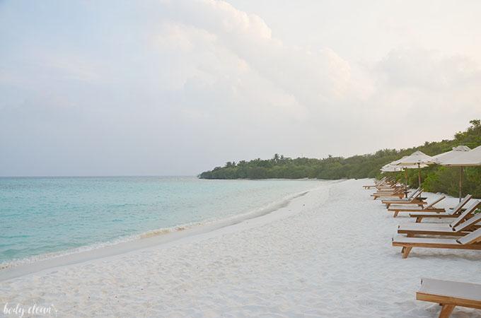 Malediwy plaża wschód słońca