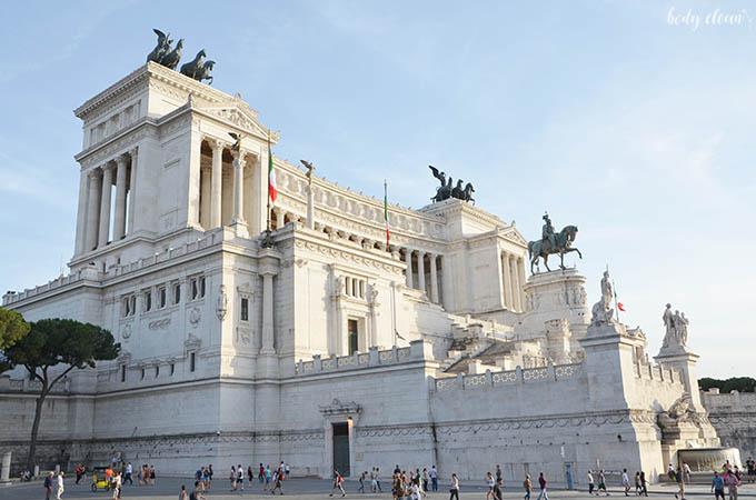 Rzym plac wenecki ołtarz ojczyzny