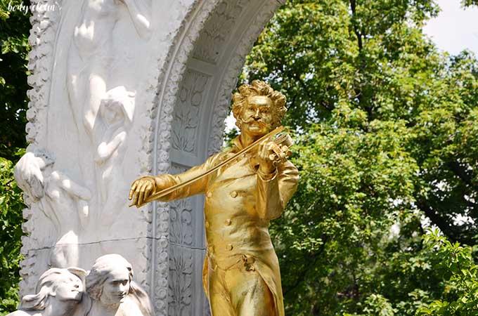 Wiedeń co warto zobaczyć Stadtpark Johann Strauss