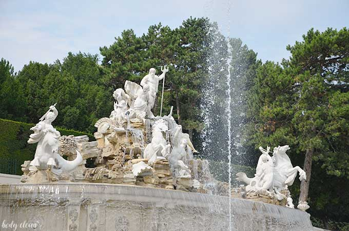 Wiedeń co warto zobaczyć Schonbrunn fontanna neptuna