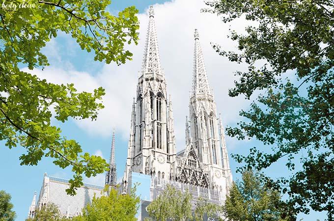 Wiedeń co warto zobaczyć votivkirche kościół wotywny